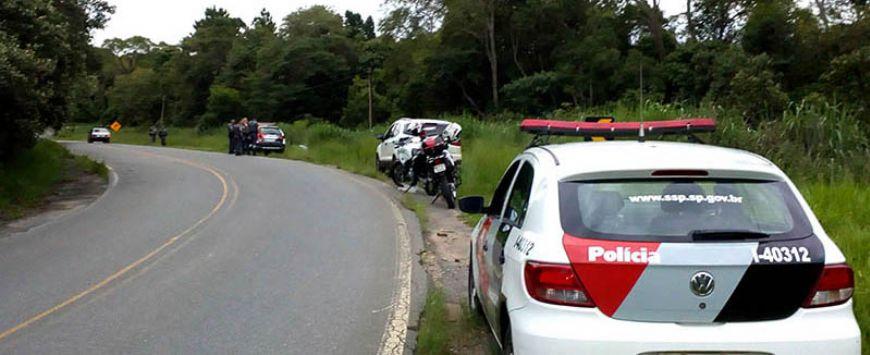 Dupla assalta posto, rouba carro, trocam tiros com a PM e fogem (Crédito: Sérgio Santos)