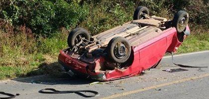 Moça morre e bebê fica ferido em capotamento de veículo na SP-250 (Crédito: Divulgação)