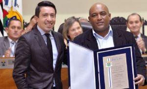 Sérgio Santos recebe título de Cidadão Pilarense (Crédito: Divulgação)