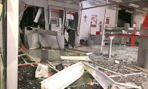 Criminosos explodem agência bancária em São Miguel Arcanjo (Crédito: Sérgio Santos)