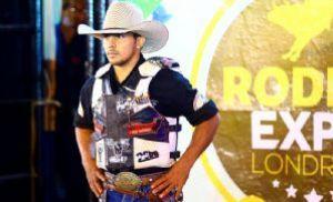 Fernandinho é campeão do rodeio da Expo Londrina (Crédito: Divulgação)