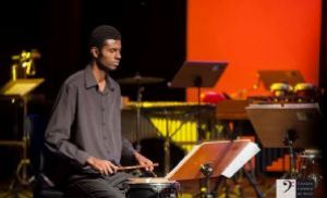 Percussionista pilarense toca na turnê do tenor Andrea Bocelli (Crédito: Divulgação)
