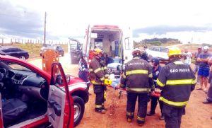 Casal e quatro filhos ficam feridos em acidente na José Rugine