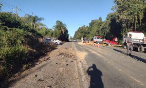 Comerciante morre em acidente entre pick-up e caminhão na SP-250