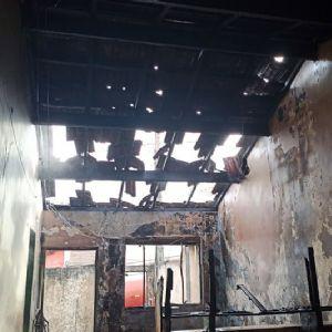 Residência é destruída em incêndio no Jardim Bela Vista
