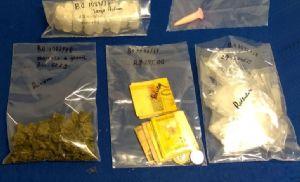 Jovem é preso com lança-perfume, cocaína e maconha (Crédito: Divulgação)