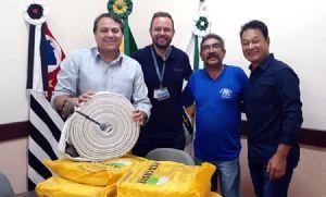 Prefeitura recebe da Duratex mangueiras de combate a incêndio