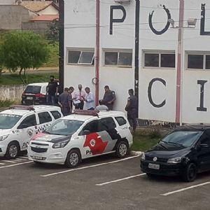 Peruanos são detidos por uso de documento falso e furto a joalheria