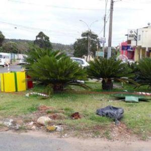Vândalos destroem decoração de natal na avenida Miguel Petrere