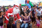 Almoço Solidário de Natal tem distribuição de brinquedos e Papai Noel de helicóptero