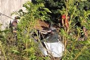 Homem morre e outro fica ferido após carro cair em ribanceira na SP-264