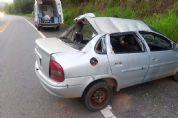 Dois feridos em capotamento de veículo na SP-264