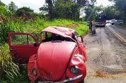 Quatro feridos em capotamento de VW Fusca na SPV-093