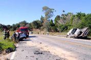 Médica morre em grave acidente entre carro e caminhão na SP-264