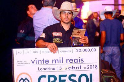 Fernandinho é campeão do rodeio da Expo Londrina