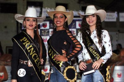 Estudante de 14 anos é escolhida a rainha do Pilar Fest Rodeio
