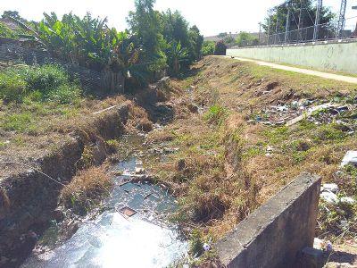 Escola Rechineli coleta abaixo assinado e reivindica revitalização do Córrego do Araújo