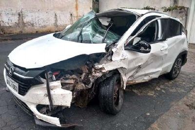 Seis feridos em colisão frontal entre veículos na SP-264