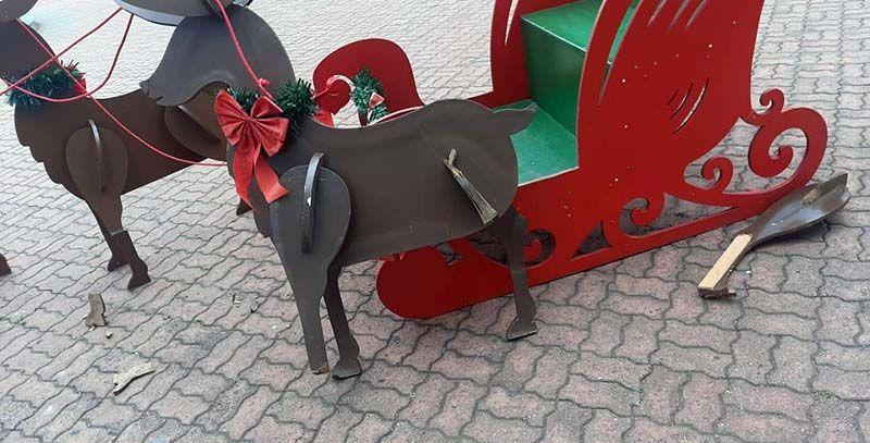 Vândalos danifica decoração natalina na Praça Central