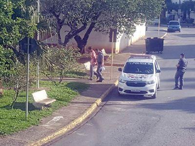 Dupla é presa abastecendo ponto de tráfico na Nova Pilar