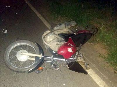 Motociclista fica ferido em colisão contra cavalo na SP-264