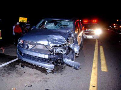 Motociclista e garupa morrem em colisão com camionete na SP-264 (vídeo)