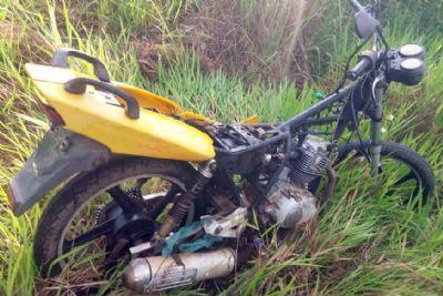 Motocicleta furtada em escola do Pinhalzinho é encontrada depenada em mata