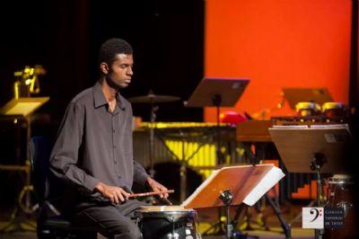 Percussionista pilarense toca na turnê do tenor Andrea Bocelli
