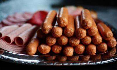 Com a alta no preço das carnes, salsicha tem se tornado um novo ingrediente das refeições