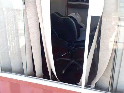 Ladrão é flagrado furtando salão de cabeleireiro no Campo Grande