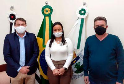 Prefeito Marquinho empossa nova secretária de administração e RH