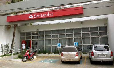 Polícia investiga ação de golpistas em caixas eletrônicos do Santander