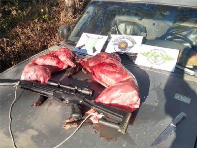PM Ambiental flagra caçador com animais abatidos, espingarda e munições