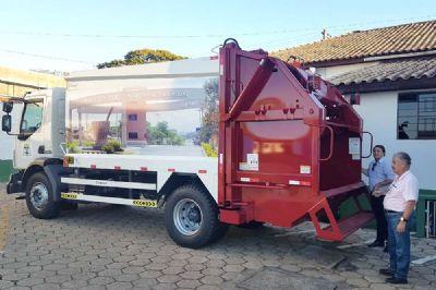 Pilar do Sul adquire mais um caminhão coletor de lixo 0km