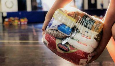 Ação Solidária distribui cestas básicas a 363 famílias do CadÚnico