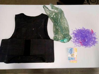 Jovem é preso com drogas e com colete a prova de balas na Santa Cecília