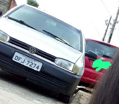 Dupla armada ameaça família e rouba veículo VW Gol na Santa Cecília