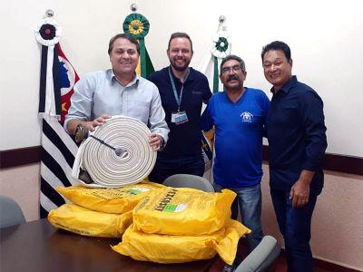Prefeitura recebe da Duratex cem metros de mangueiras de combate a incêndio