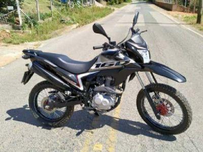 Assaltantes roubam motocicleta de açougueiro na vicinal José W. Mazzer