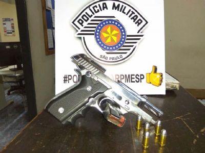 Encanador é preso por porte ilegal de arma de fogo em Tapiraí
