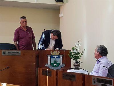 Câmara extingue mandato de Toninho da Padaria e empossa Marquinho como novo prefeito de Pilar do Sul